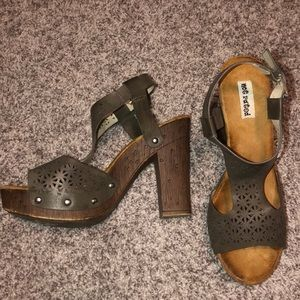 NOT RATED SIZE 8 wood heel sandal